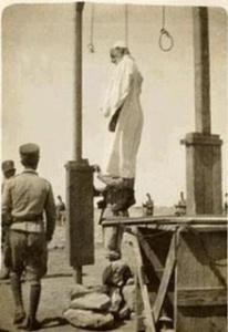 220px-Omar_Mukhtar_Execution-إعدام_عمر_المختار(1)