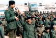 83615132016_صدام-حسين-باللبس-العسكري-وسط-جنوده