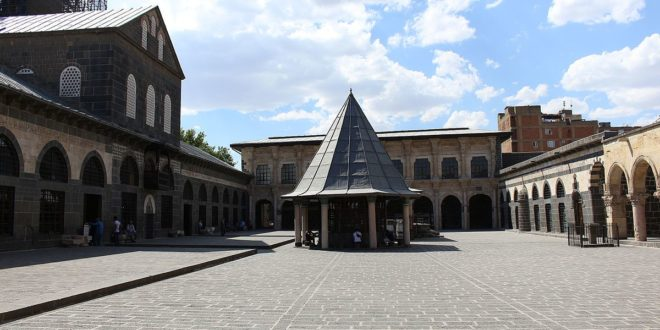 Great_Mosque,_Diyarbakir